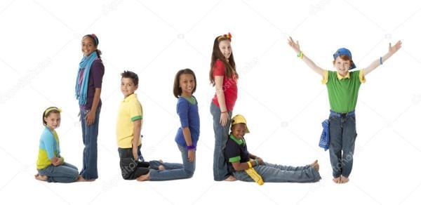 Многокультурного подростков работать вместе, чтобы форма ...