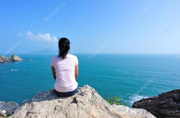 Фото девушка со спины на море. Сзади сидеть женщина на ...