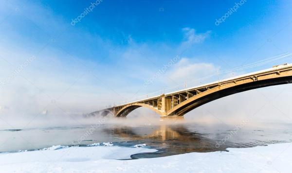Мост через реку Енисей, Красноярск, Россия. Селективный ...