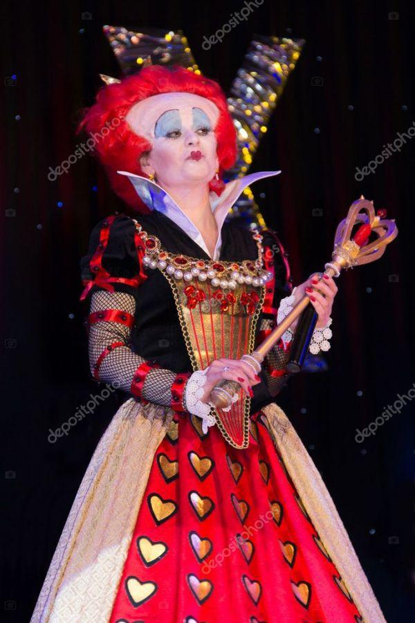 красный царицей из Алисы в стране чудес – Стоковое ...