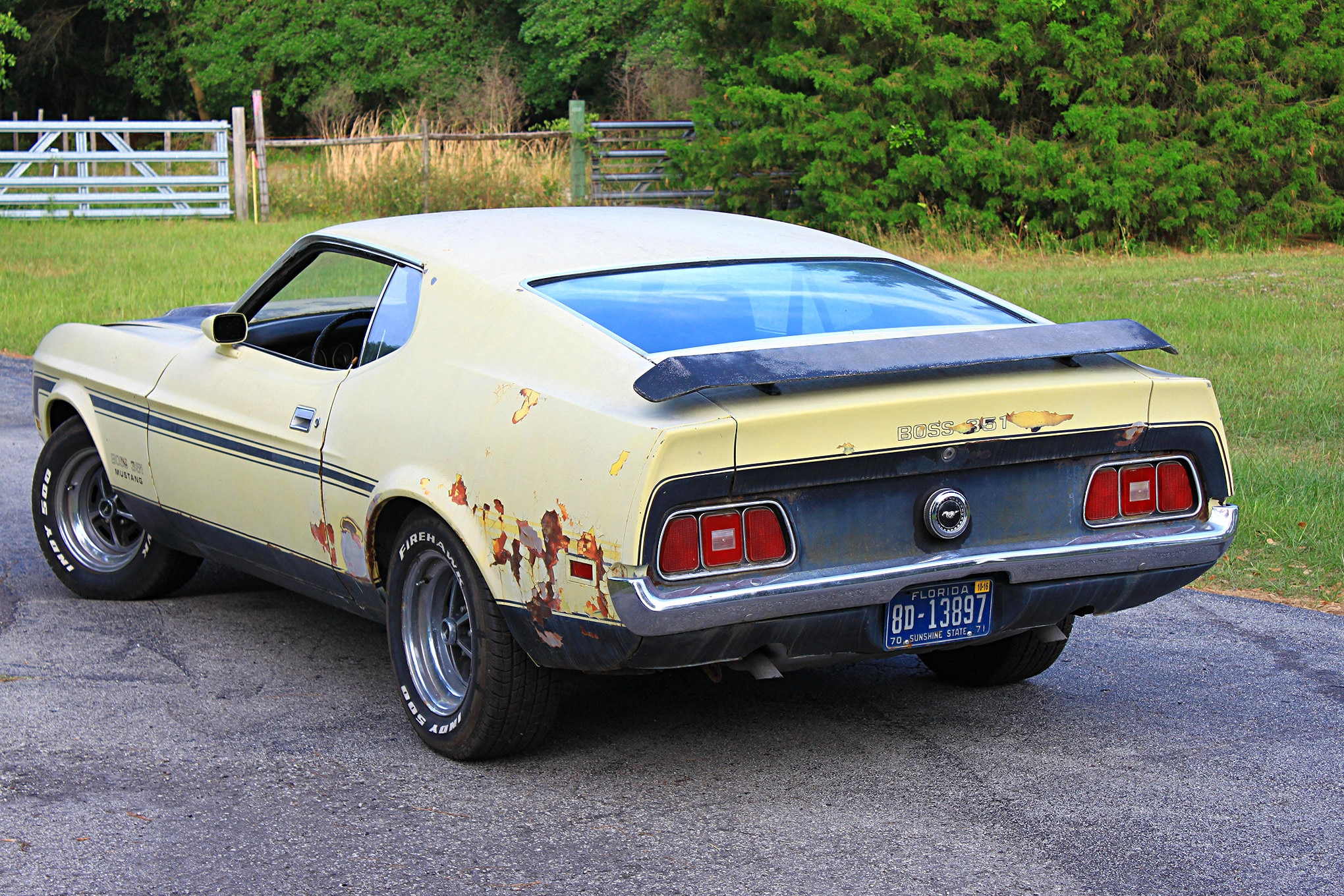 13 1971 ford mustang boss 351 yellow rear three quarter
