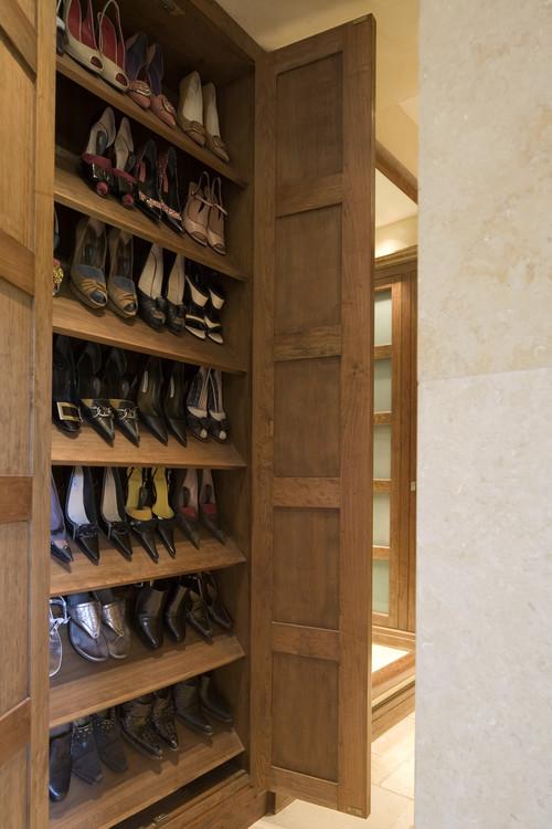 Mount House contemporary closet