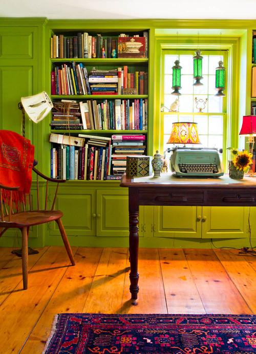 biblioteca verde, móveis e objetos antigos, decoração vintage