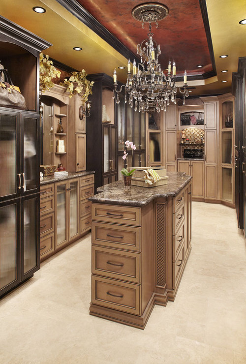 Ladies dream walk in wardrobes closets trying to for Closets by design dallas
