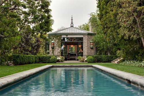 Ladera traditional pool