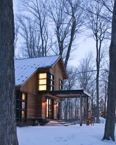 Quaker Bluff Cottage contemporary exterior