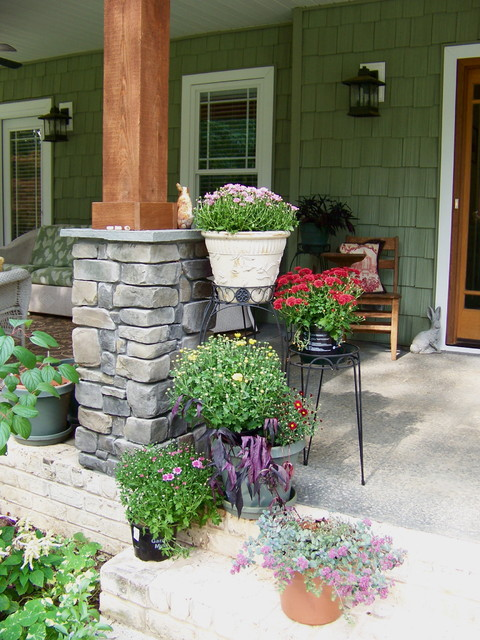 Cottage Gardens eclectic porch