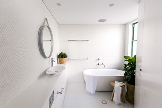 Manly Penthouse contemporary-bathroom