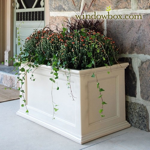 contemporary garden planters Easy + creative outdoor planters - Four Generations One Roof