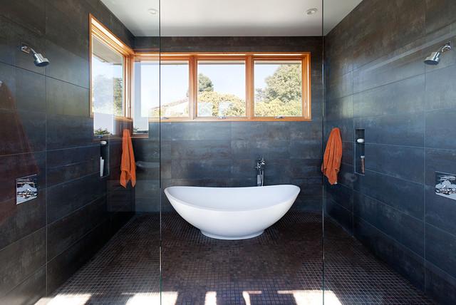 Freestanding bathtub in shower room (wet room ... on Wet Room With Freestanding Tub  id=98880