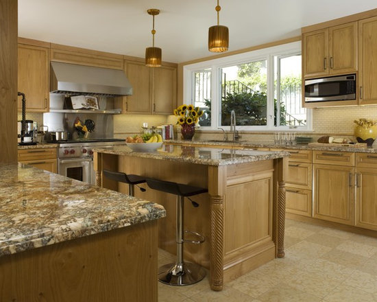 Traditional Oak Kitchens Design Ideas, Pictures, Remodel ... on Traditional Kitchen Decor  id=40171