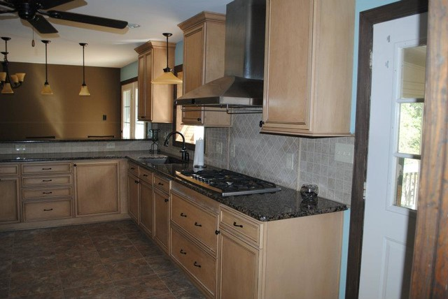 Duraceramic Floors, Maple Cabinets, Baltic Brown Granite ... on Backsplash For Maple Cabinets And Black Granite  id=86629