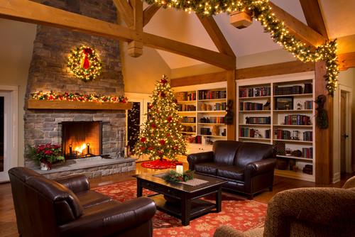 A Classic Christmas Mantel