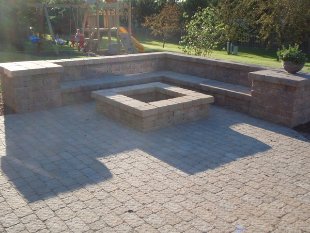 Fire pit and paver patio on Paver Patio Designs With Fire Pit id=13959