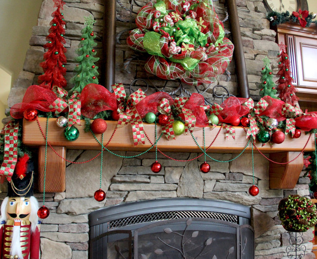 Family Room Deco Mesh Christmas Wreath And Mantle