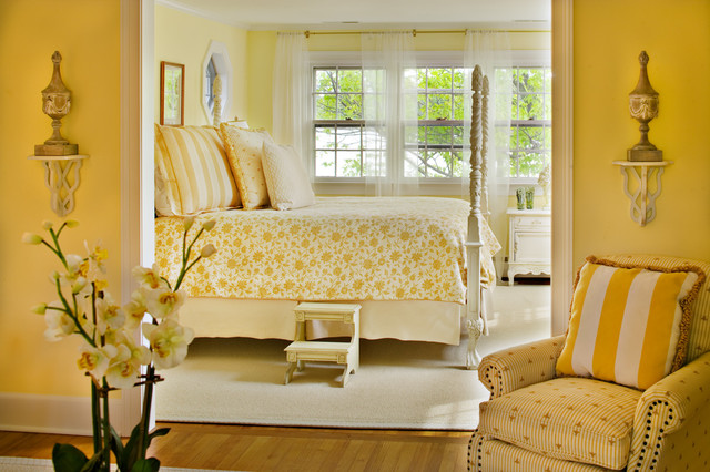 Bountiful traditional bedroom