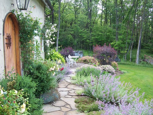 5 Inspiring Ways to Create a Cottage Style Garden - Town ... on Farmhouse Backyard Landscaping id=77324