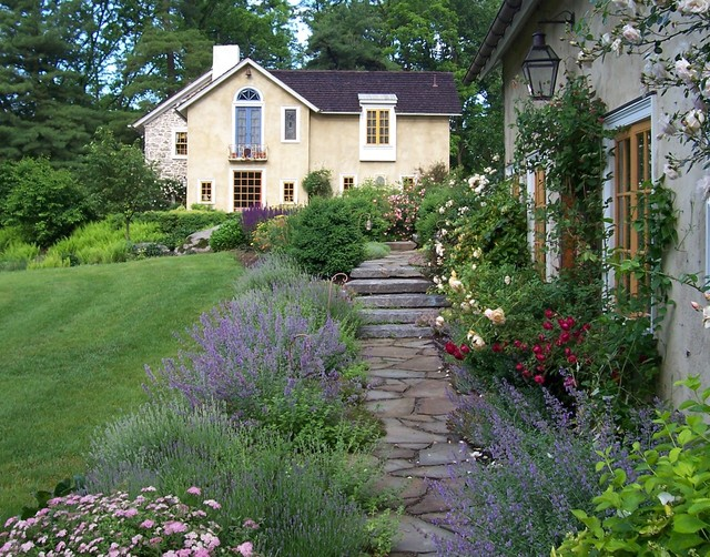 Romantic Guesthouse Garden - Farmhouse - Landscape ... on Farmhouse Backyard Landscaping id=40908