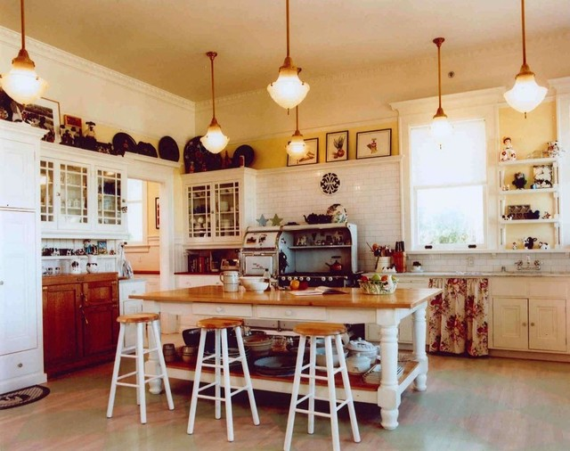 Light Kitchen With Great Lighting And Center Island Work Countertop Traditional Kitchen