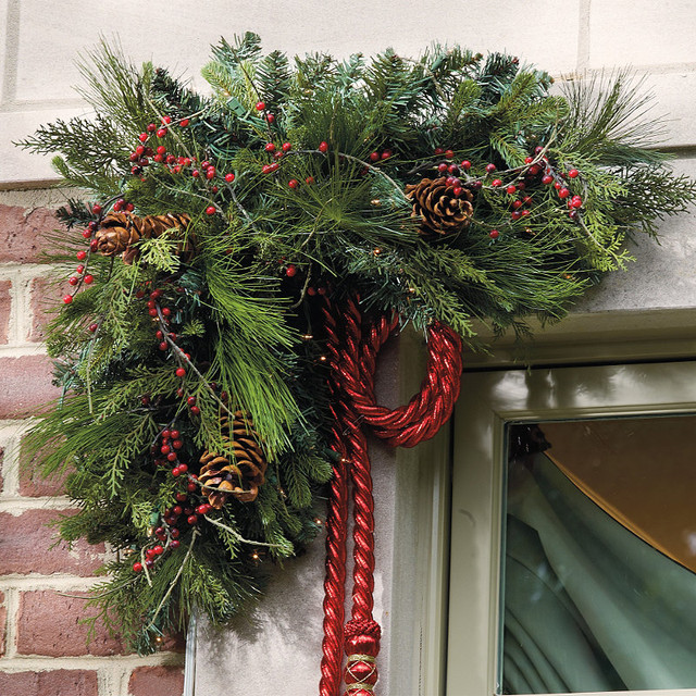 Home Accents Pre Lit Garland