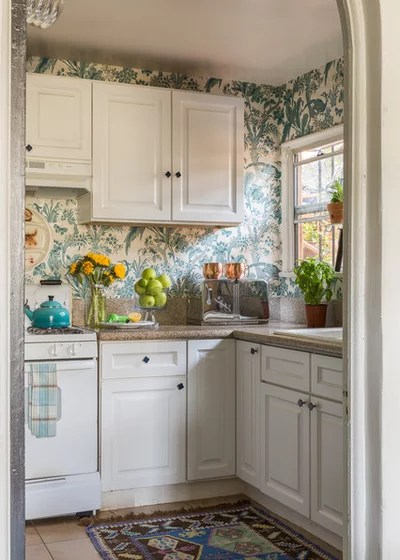 Traditional Kitchen by Leslie Landis