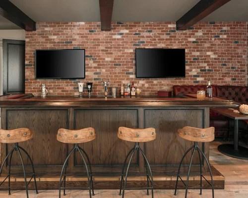 Bar De Salon Industriel Avec Un Plan De Travail En Bois