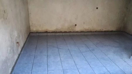 blue floor tiles  what wall paint color  I have a bedsitter with blue floor tiles already fitted  What would be a  nice wall paint color to put  The room also does not have much natural  light