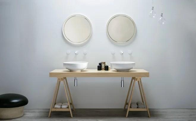 Salón Mediterráneo del baño por AZUR Cerámica