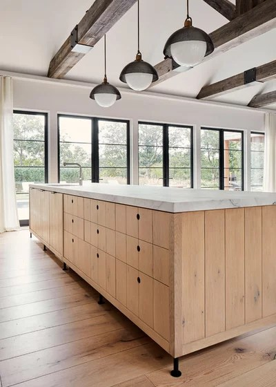 Beach Style Kitchen by Kevin O'Sullivan + Associates