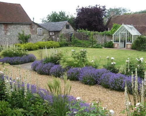 Best Farmhouse Landscape Design Ideas & Remodel Pictures ... on Farmhouse Backyard Landscaping id=41699