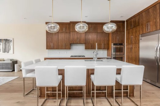 Contemporary Kitchen by John Eaton Homes Inc.