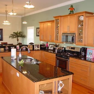 Granite Countertops Maple Cabinets | Houzz on Kitchen Countertops With Maple Cabinets  id=21530