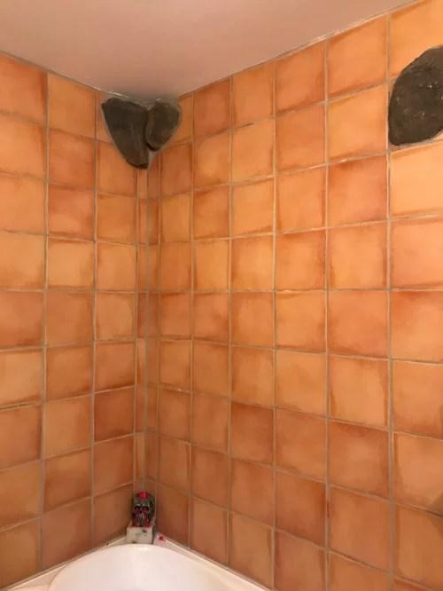 help can u paint over bathroom tile walls