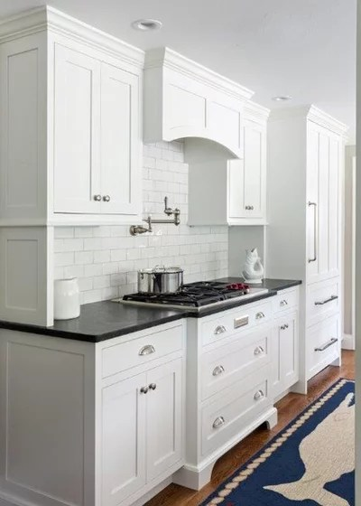 Beach Style Kitchen by Main Street Kitchens at Botellos