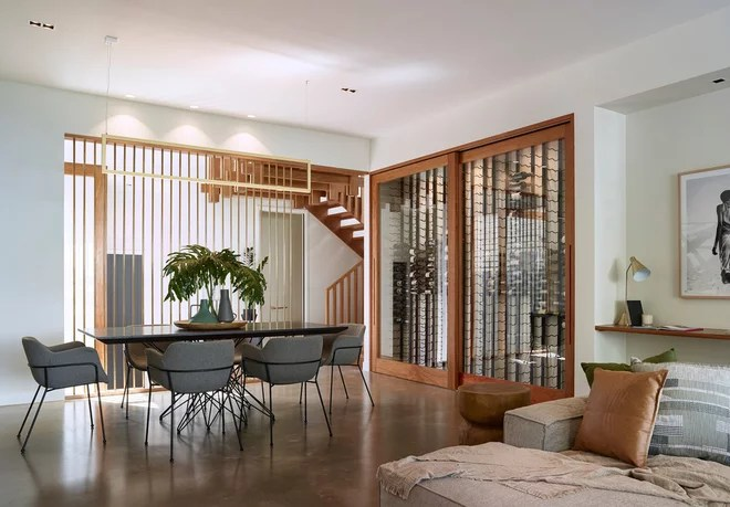 Contemporary Dining Room by Joe Adsett Architects Pty Ltd