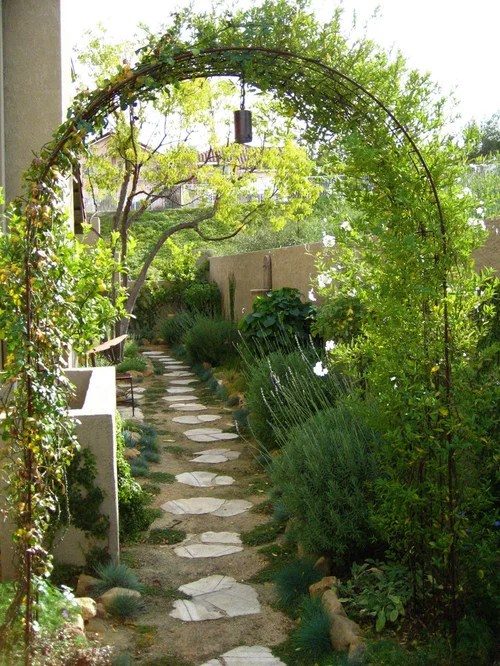 Narrow Side Yard Home Design Ideas, Pictures, Remodel and ... on Side Yard Walkway Ideas  id=23211