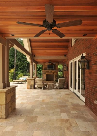Traditional Patio by Innovative Construction Inc.
