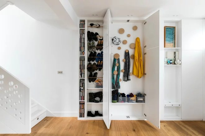 Contemporary Closet by Shade Abdul Architecture