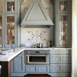 75 Small Victorian Kitchen Design Ideas   Stylish Small Victorian     Small victorian eat in kitchen appliance   Inspiration for a small  victorian u shaped