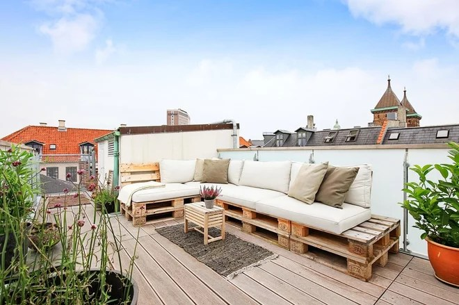 Shabby-Chic Style Deck by Arkitektfirmaet Andreas Ravn