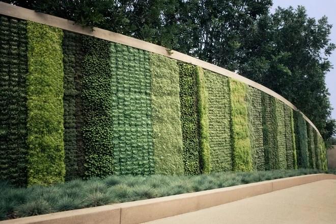 Contemporaneo Giardino by Seasons Landscaping