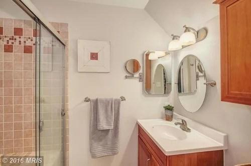 Color scheme ideas for bathroom with maple cabinets on Bathroom Ideas With Maple Cabinets  id=16694