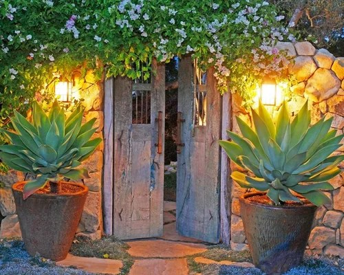 Cactus Pots | Houzz on Mexican Patio Ideas  id=50492