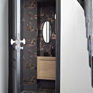 papier peint tout effacer amenagement de wc et toilettes classiques avec un placard a porte plane des portes de