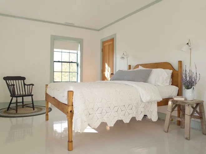 Farmhouse Bedroom by Rafe Churchill: Traditional Houses