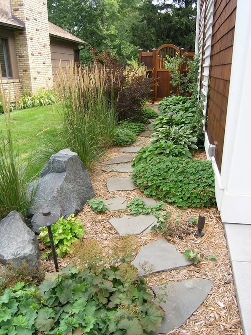 Traditional Side Yard Landscape Design Ideas, Remodels ... on Small Side Yard Ideas id=78465