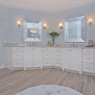 75 Most Popular Traditional Bathroom with Vinyl Flooring ...