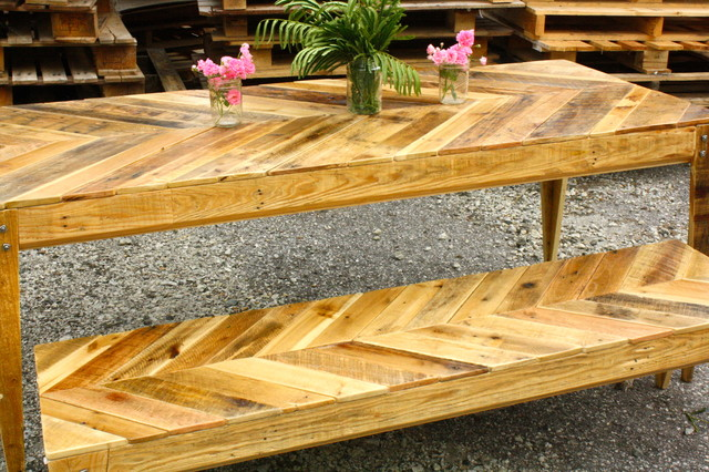 Chevron Design Pallet Table And Bench