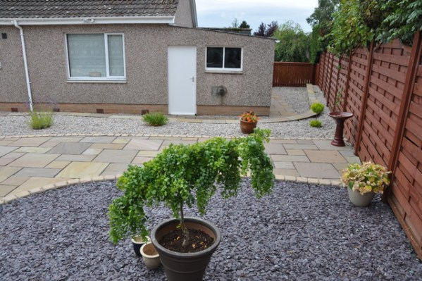 slate garden landscaping Crushed plum slate, beach pebbles and gravel add contrast