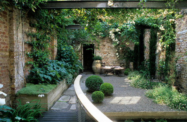 Peek Inside 12 Romantic Courtyards and Walled Gardens on Romantic Patio Ideas id=13450